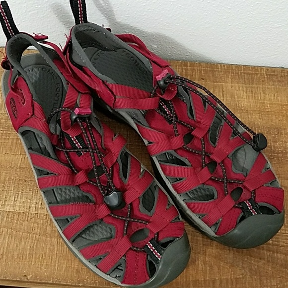 f279719adeed Keen Shoes - Like New Women s Keen Whisper Sandals Red 10